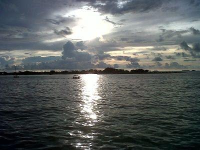 10 Gambar Pantai Losari Makassar, Sejarah Anjungan, Letak Lokasi + Keindahan-nya